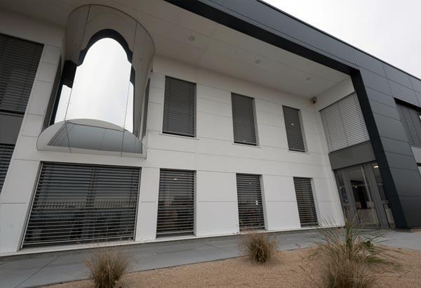 éalisation de menuiseries aluminium extérieures Installux avec BSO à 2MS Valence