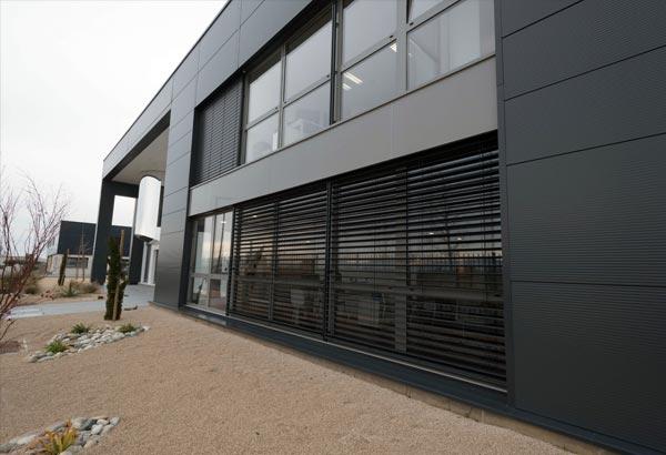 éalisation de menuiseries aluminium extérieures Installux avec BSO à 2MS Valence vue de droite