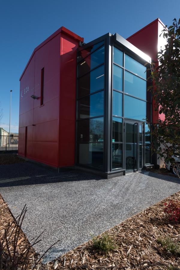 Travaux au siège de l'entreprise E26 du Groupe CHEVAL pour la réalisation de menuiserie aluminium, façade verrière