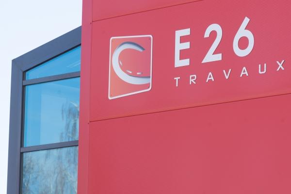 Travaux au siège de l'entreprise E26 du Groupe CHEVAL pour la réalisation de menuiserie aluminium, Façade mur rideau aluminium DECOFACE 54