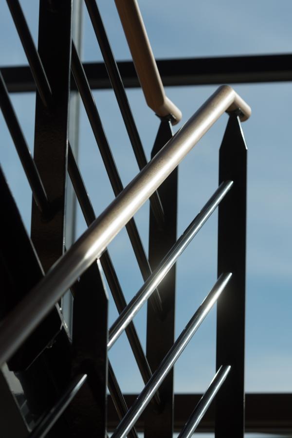 Travaux au siège de l'entreprise E26 du Groupe CHEVAL pour la réalisation de menuiserie aluminium, escalier métal