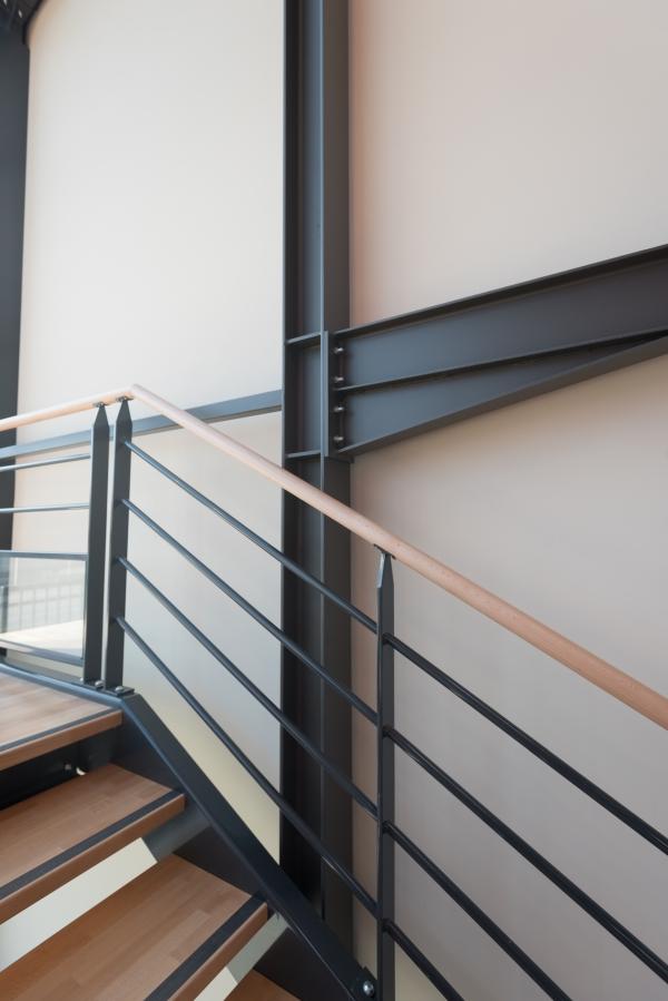 Travaux au siège de l'entreprise E26 du Groupe CHEVAL pour la réalisation de menuiserie aluminium, escalier en métal