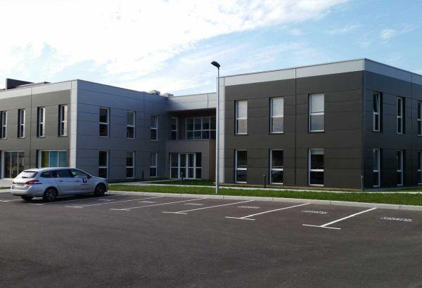 Menuiserie aluminium pour une extension de bureaux