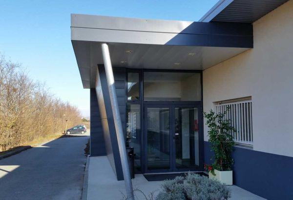 Menuiseries aluminium Installux GAMME Espace 50TH Stores vénitiens intégrés dans les vitrages