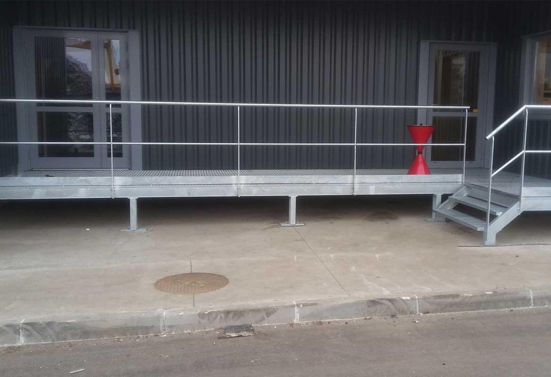 Menuiseries aluminium en isolation thermique extérieure Passerelle d'accès métal galvanisé Garde-corps