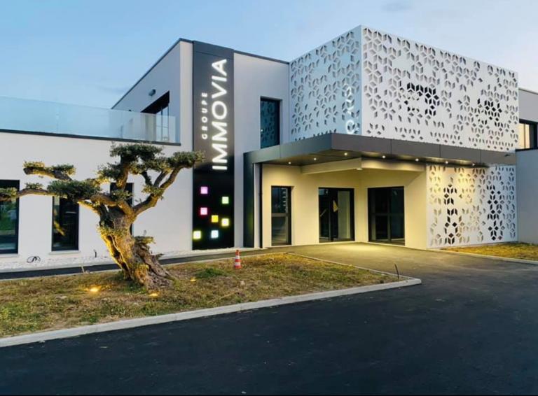 Habillage de façade en Tôle perforée avec motif : création de notre bureau d'étude à partir d'une photo ayant inspiré notre client
